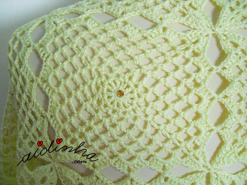 Foto do quadrado de crochet da estola amarelo claro