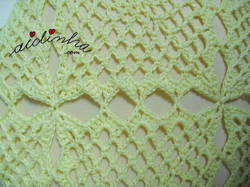 Foto do pegamento dos quadrados de crochet da estola
