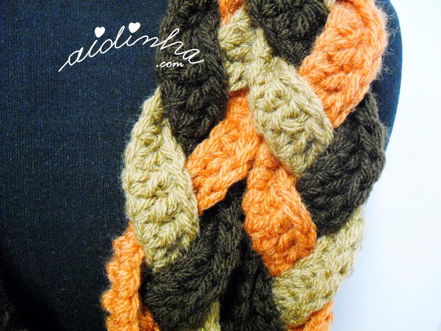 Pormenor do ponto de crochet utilizado na gola