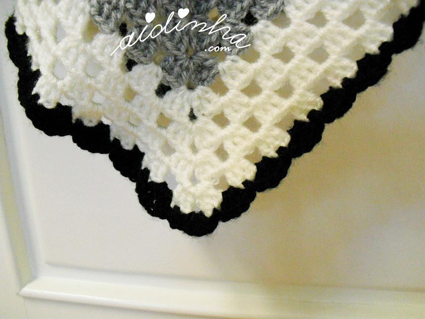 Foto do bico com a volta de remate, do poncho de crochet