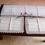 Conjunto de naperons, com bainhas abertas e crochet