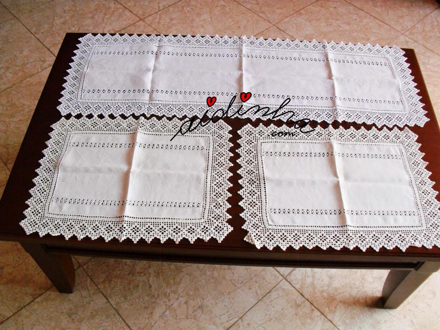 Conjunto de naperons com bainhas abertas e crochet