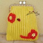 Bolsa em crochet, amarela com flores e joaninha