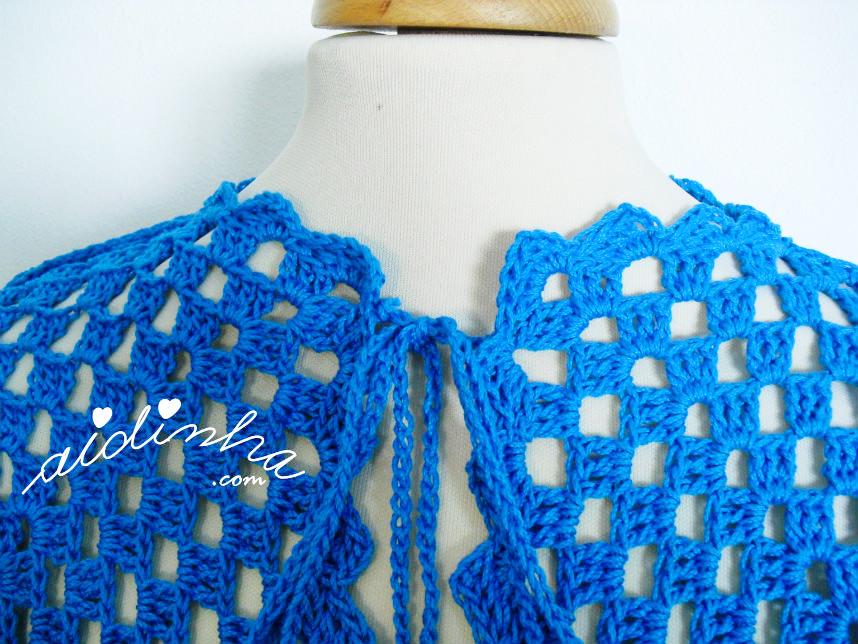 Foto do decote do caso de crochet, turquesa