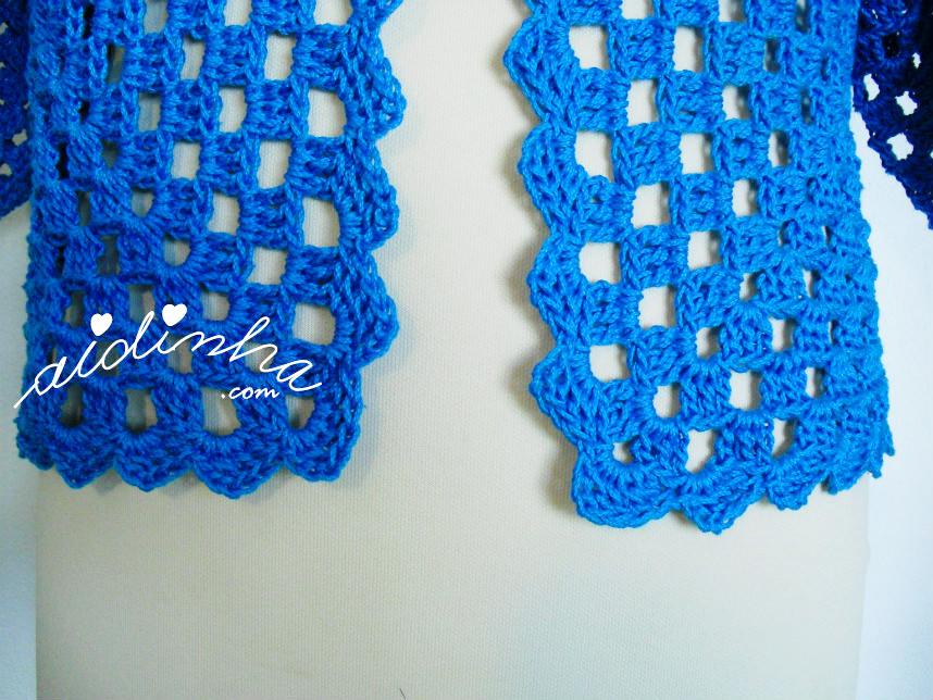 Foto do remate da parte da frente do casaco de crochet, turquesa