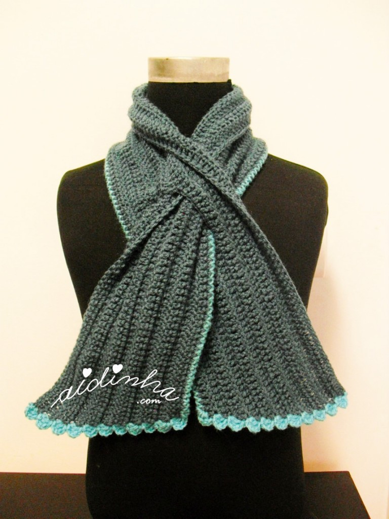 Gola Graciosa em crochet em tons de turquesa