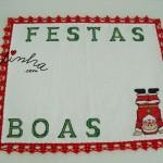 Individual, com motivo natalício e picô de crochet vermelho