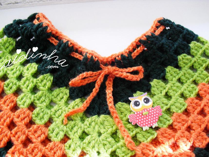 Imagem do acabamento do decote do poncho infantil de crochet