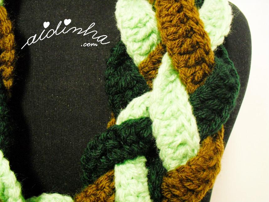 Imagem das três cores de verde da gola de crochet