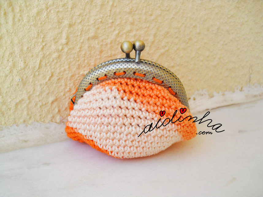 Parte detrás da bolsa, de crochet, laranja mesclada