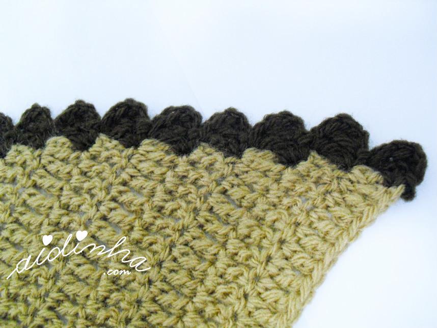 Imagem do picô de crochet, castanho, da gola graciosa