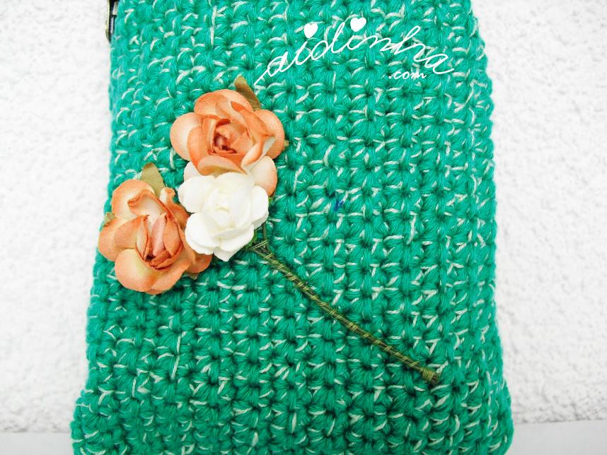 Imagem do ramo de rosinhas da bolsa, de crochet, verde mesclado