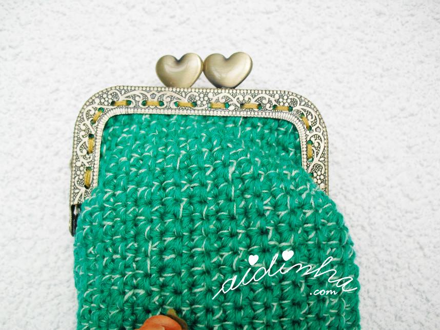 Imagem do fecho da bolsa, de crochet, verde mesclado