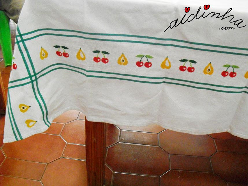 Outro lado da toalha, com a barra bordada