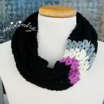 """Gola """"Mimosa"""", em crochet, com barra colorida"""
