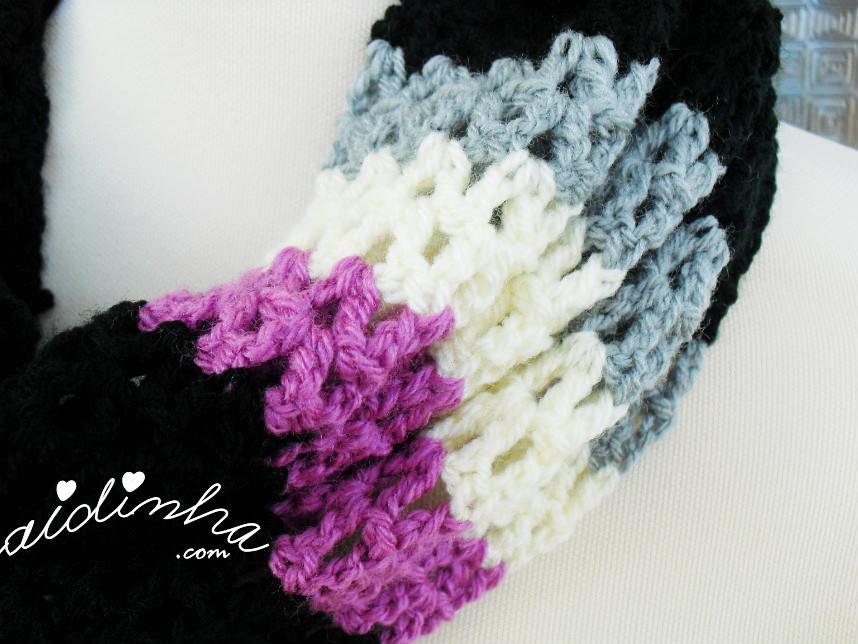 Vista da barra de três cores da gola de crochet