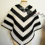 Poncho, em crochet, em preto e branco