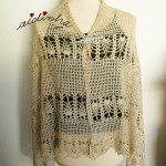 Estola em crochet, creme, com desenho de pinhas