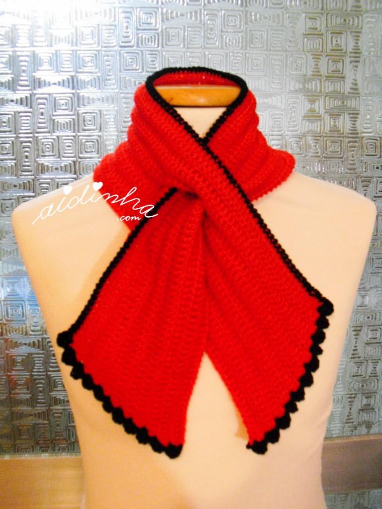 Gola Graciosa em crochet, vermelha e preto