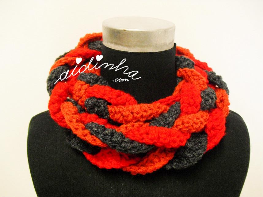 Gola Rapunzel, em crochet, vermelho, laranja e cinza escuro