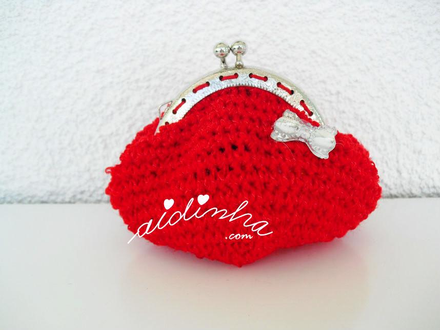 Bolsa, em crochet, vermelha com lacinho de cristal