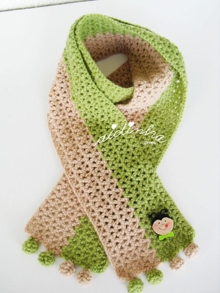 Cachecol infantil, de crochet, com joaninha