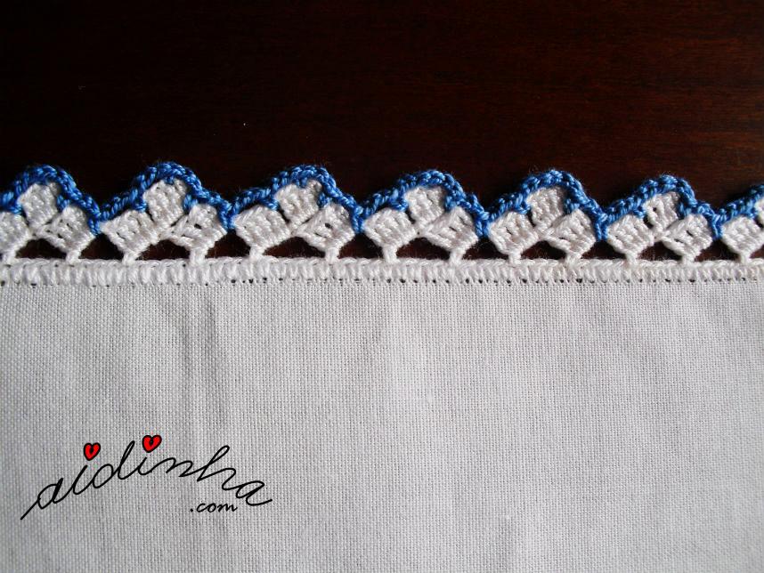 Imagem do ponto de crochet azul e branco, do individual