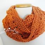 Gola em crochet, na cor laranja