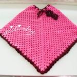 Poncho infantil, em crochet, rosa fuscia e bordeaux