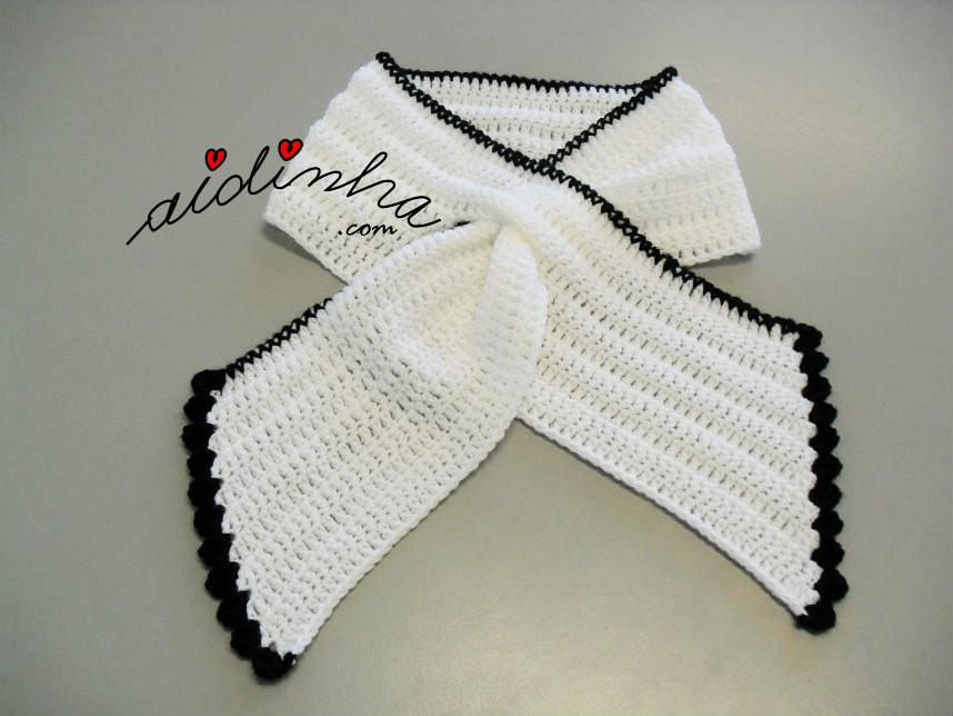 Gola Graciosa, em crochet, branca com picô preto