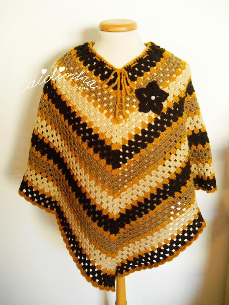 Poncho, em crochet, em tons de castanho
