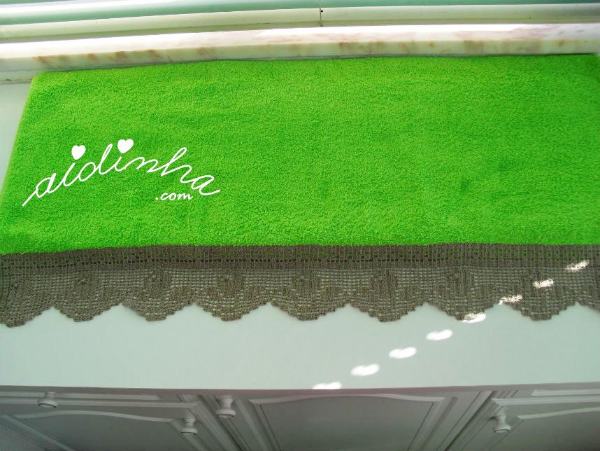Toalhão de banho, verde alface, com renda de crochet