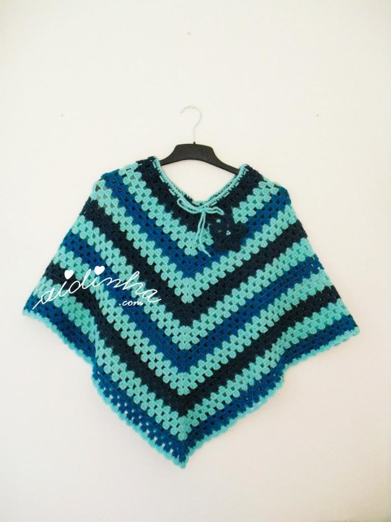 Poncho, de crochet, em tons turquesa