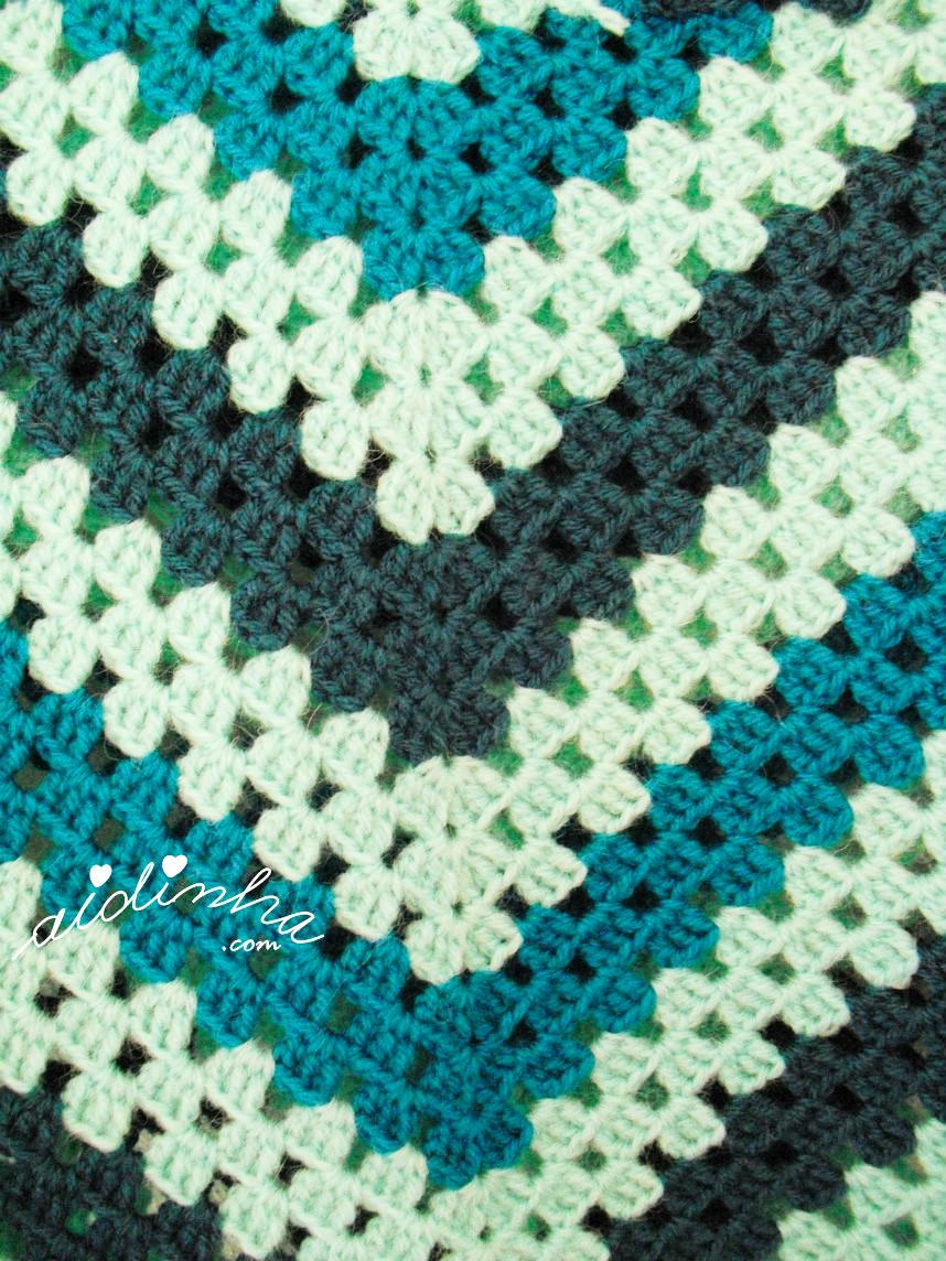 Cores do poncho de crochet turquesa