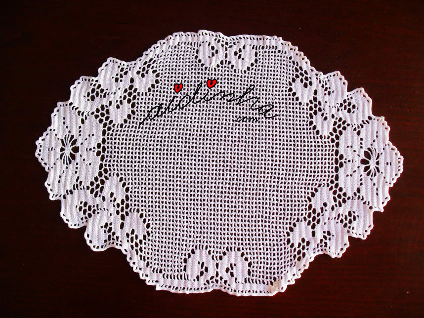 Naperon de crochet, branco com flores