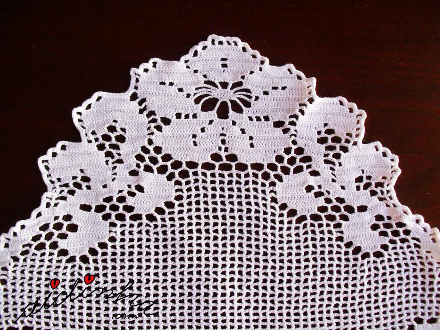 Foto de um dos topos do naperon de crochet branco