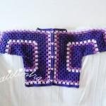 Casaco de crochet, para menina, em tons de roxo e lilás