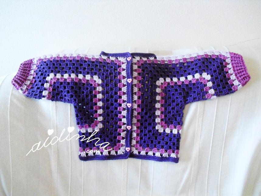 Casaco de crochet, para menina em tons de roxo e lilás