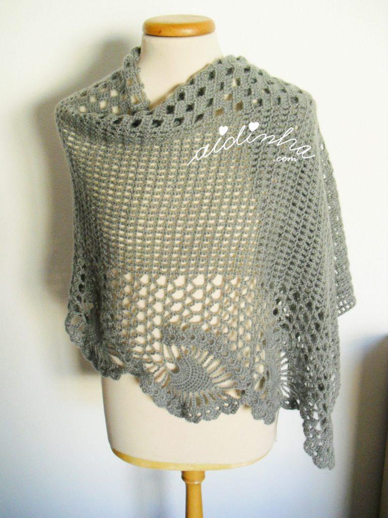 Estola de crochet,na cor cinza