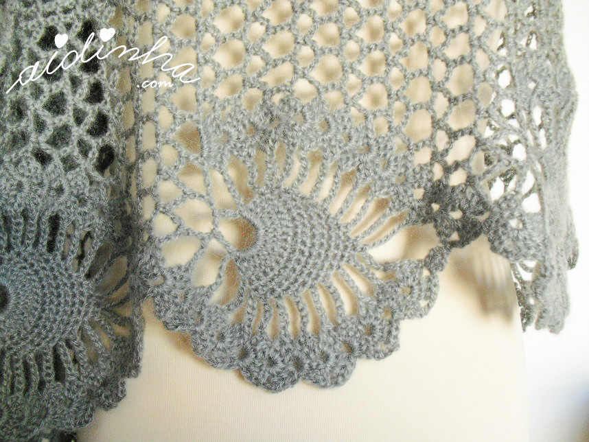 Efeito do desenho trabalhado da estola de crochet