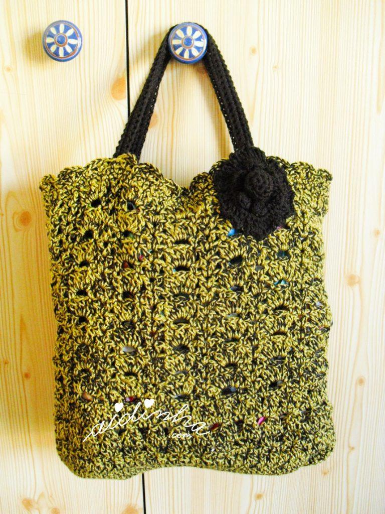 Bolsa, em crochet, mesclada e com alças