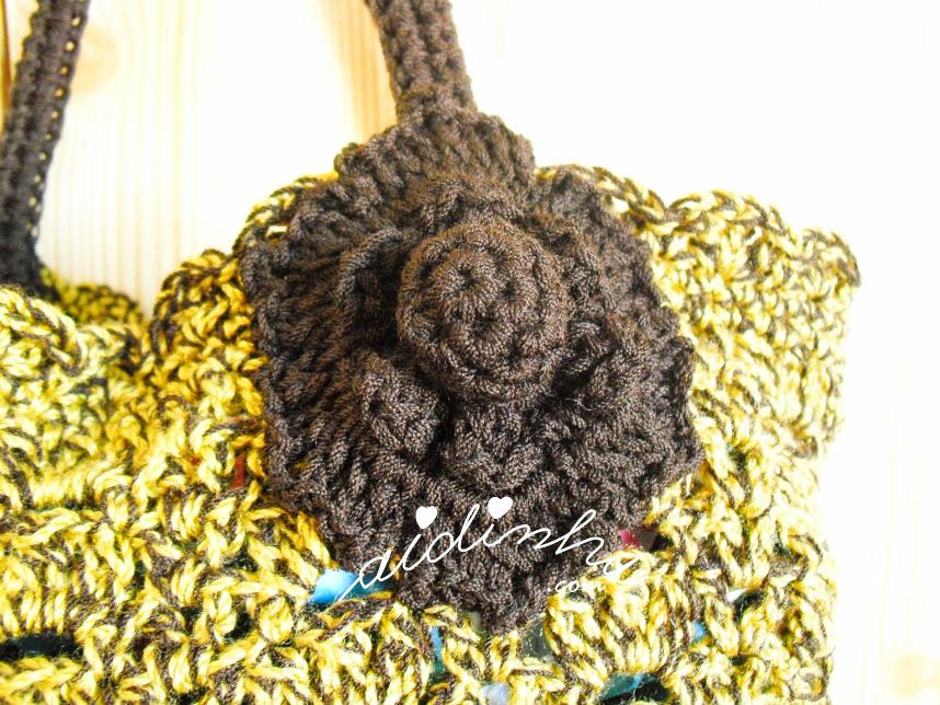 Foto da flor de crochet, castanha