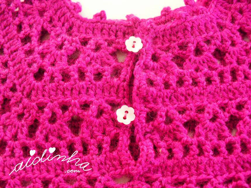 Foto da parte detrás do vestido infantil de crochet