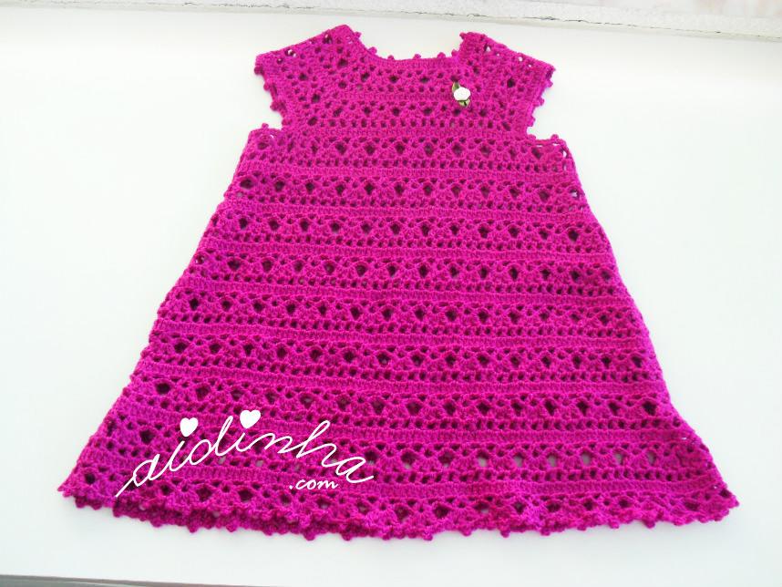 Vestido infantil de crochet, rosa fuscia
