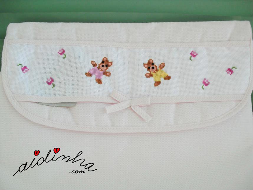 Foto do desenho bordado no saquinho