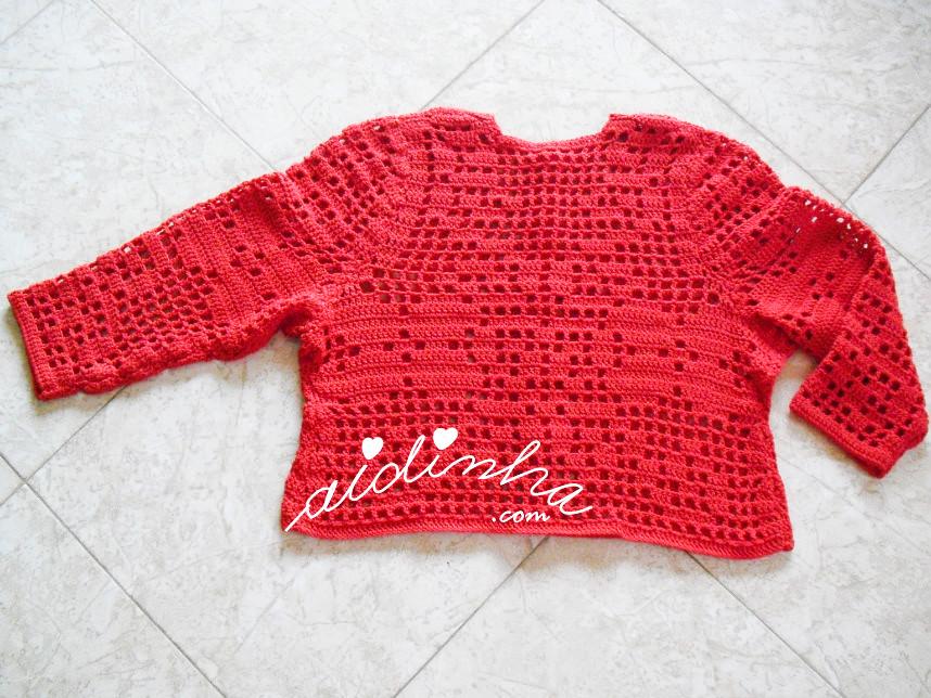 Foto da parte detrás do casaco de crochet