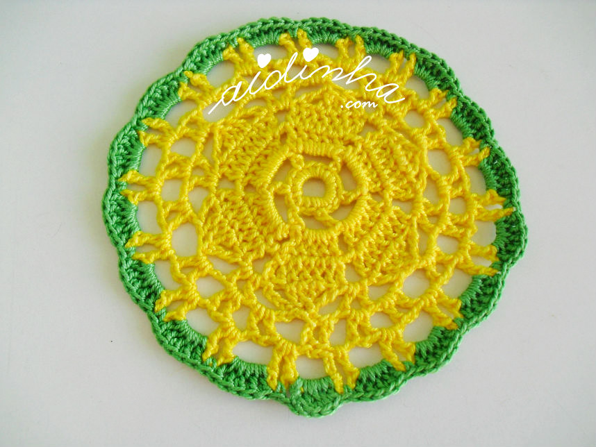 Porta-copos amarelo e verde