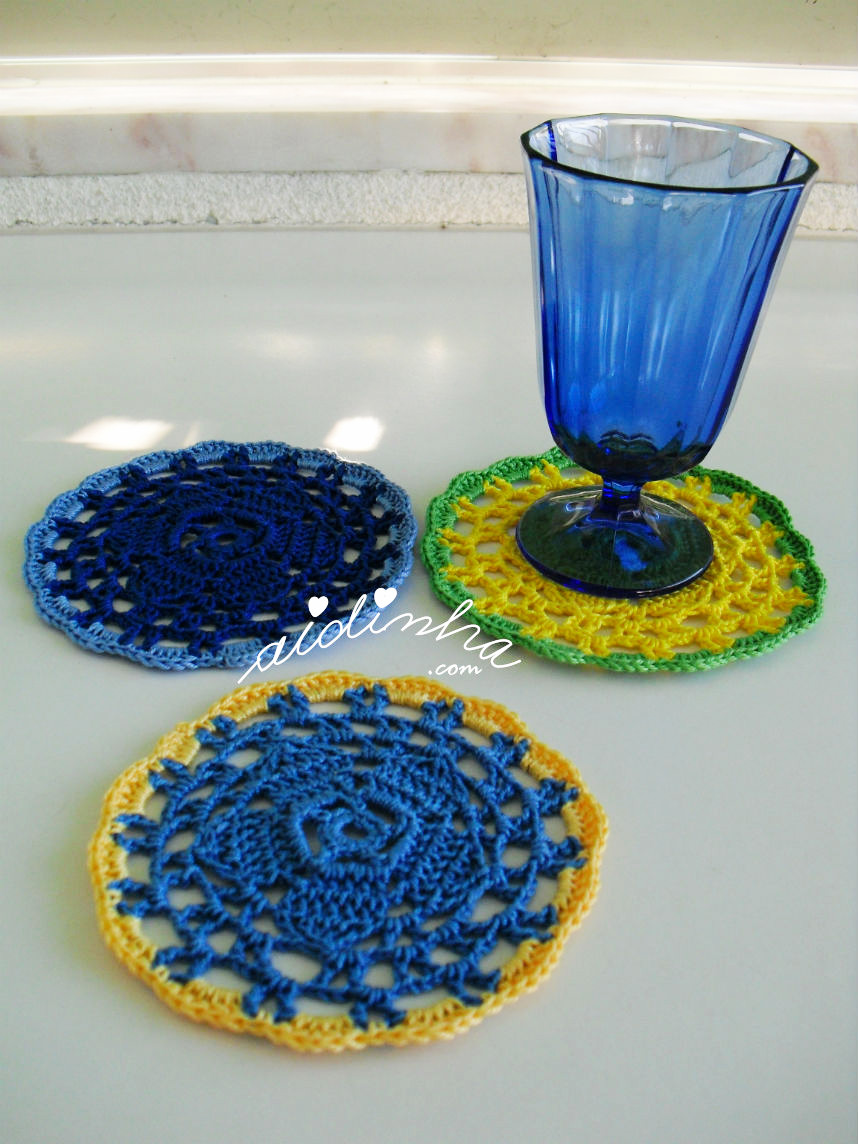 Conjunto de porta-copos e copo azul