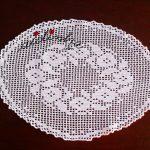 Naperon de crochet, com coroa de flores