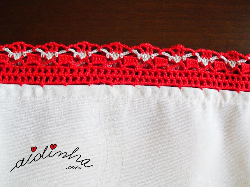 Foto do picô de crochet vermelho e creme